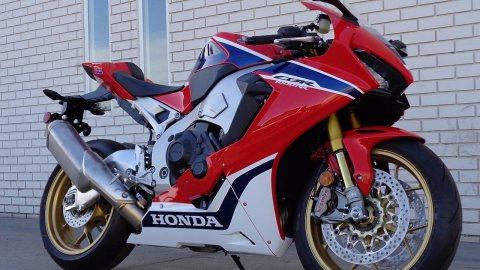 selling Honda CBR1000RR 2017